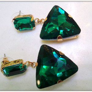 DROP EARRING MADE WITH GREEN AUSTRALIAN CRYSTAL